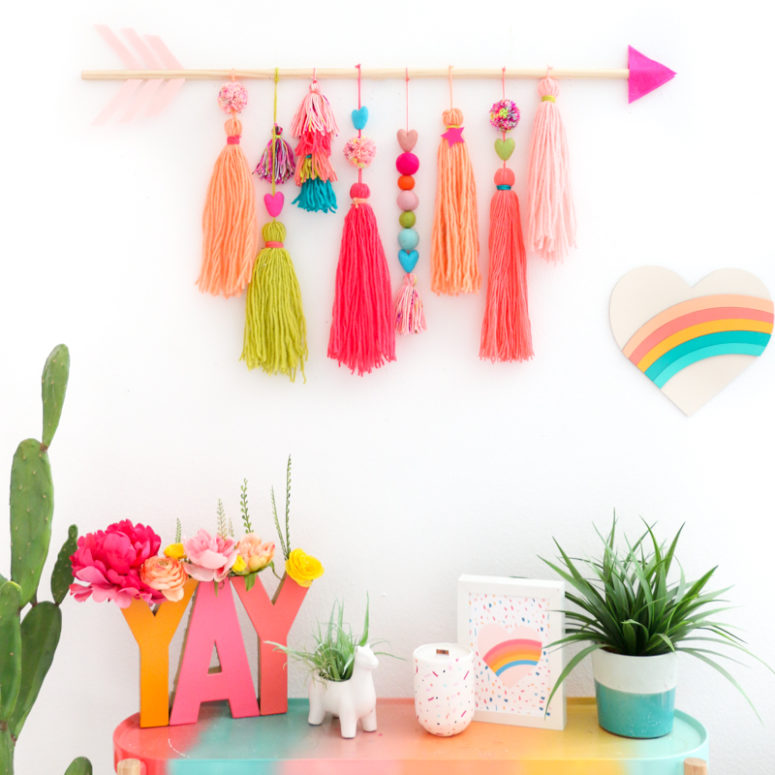 DIY boho Valentine's Day wall hanging with an arrow (via akailochiclife.com)