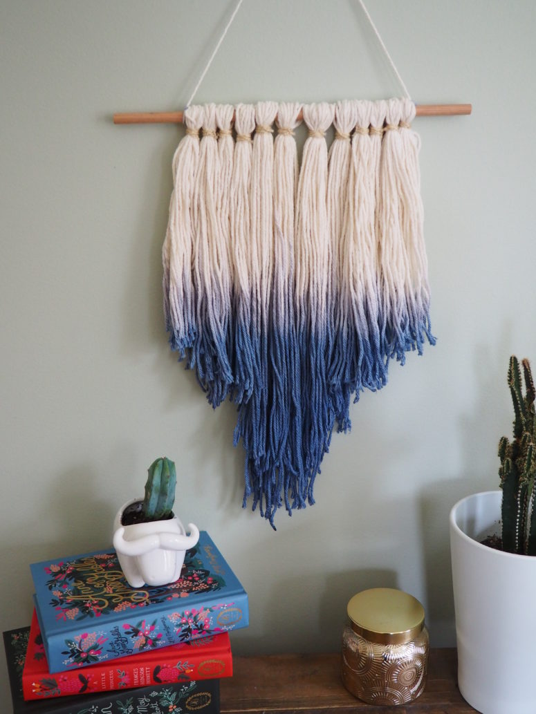 DIY dip dye tassel wall hanging for a boho touch (via weregoingtomakeit.com)