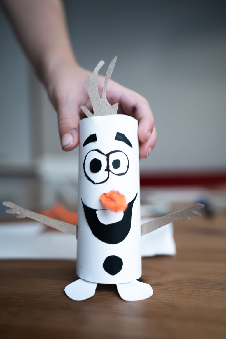 If you want, you can add highlights to Olaf's eyes by gluing small white circles of paper.