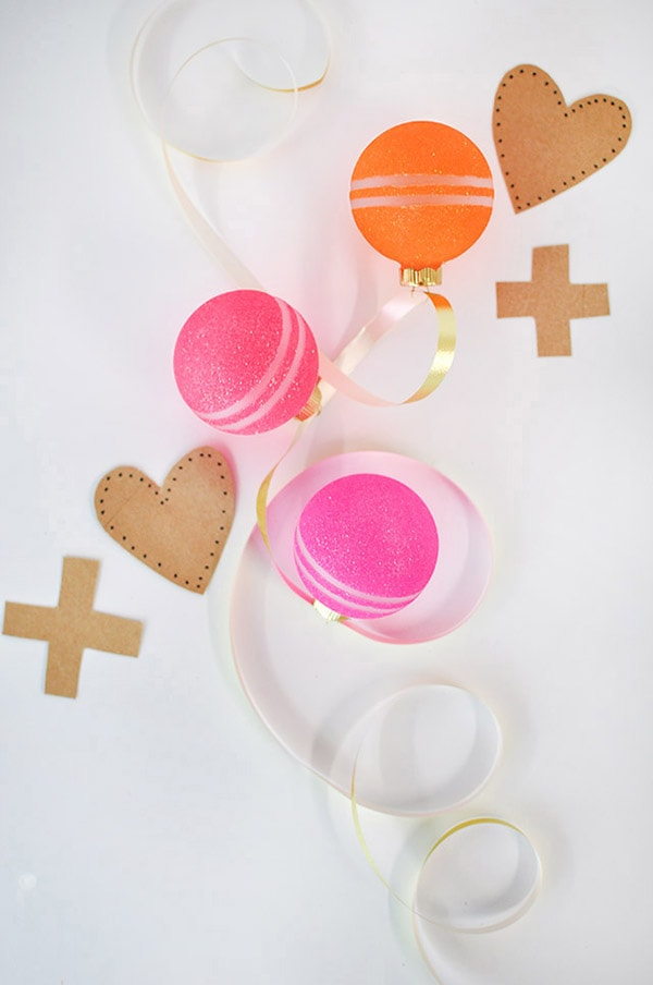 DIY colorful glitter Valentine ornaments with patterns (via www.delineateyourdwelling.com)