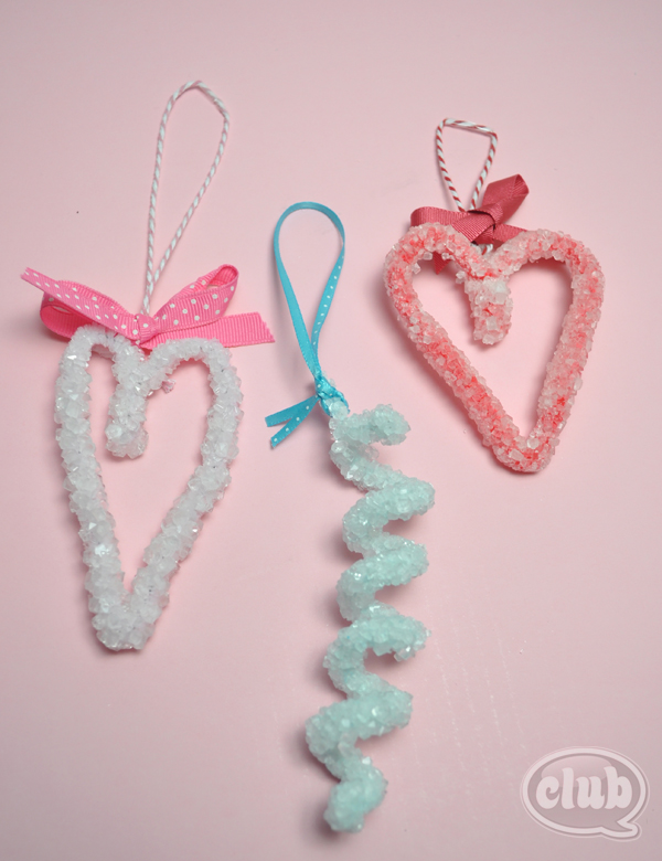 DIY pastel and frosted yarn Valentine ornaments (via club.chicacircle.com)