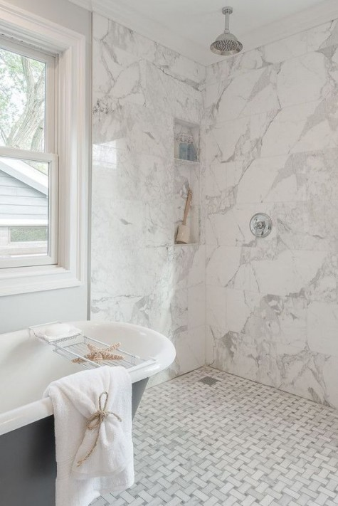 white marble tiles – graphic ones on the floor and square ones on the walls for a chic feel in the space