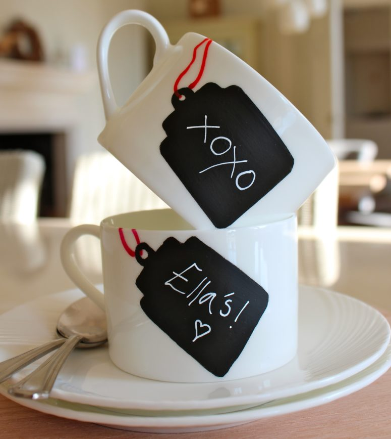 DIY chalkboard tag mugs for Valentine's Day (via www.katescreativespace.com)
