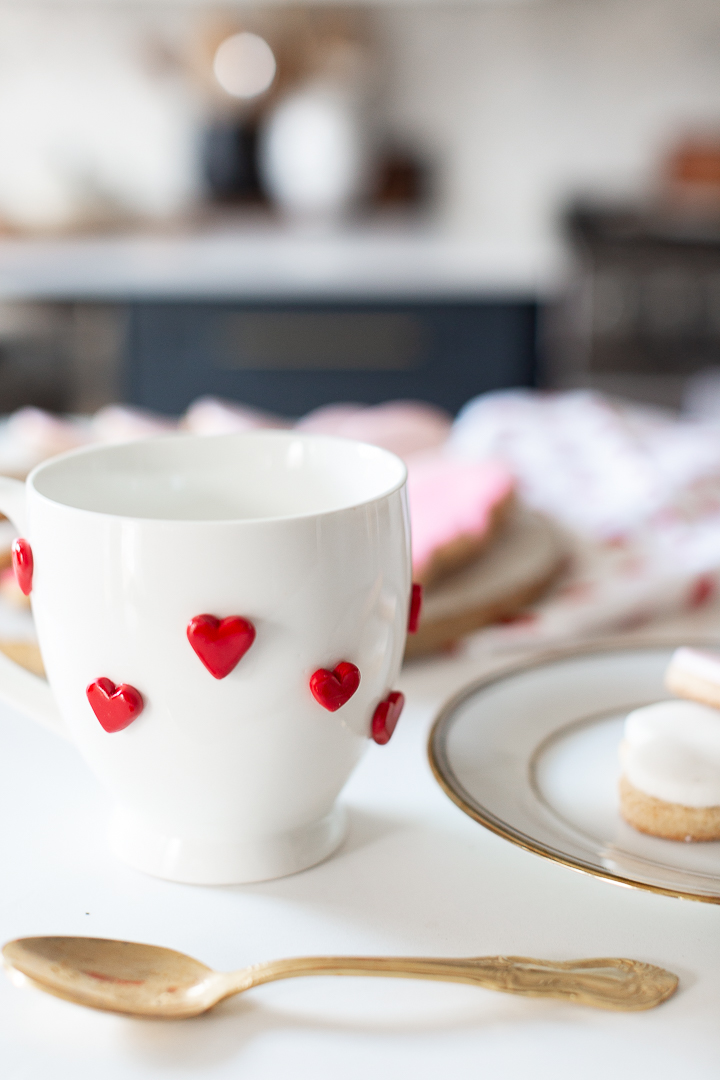 DIY Valentine's Day mugs with 3D red hearts
