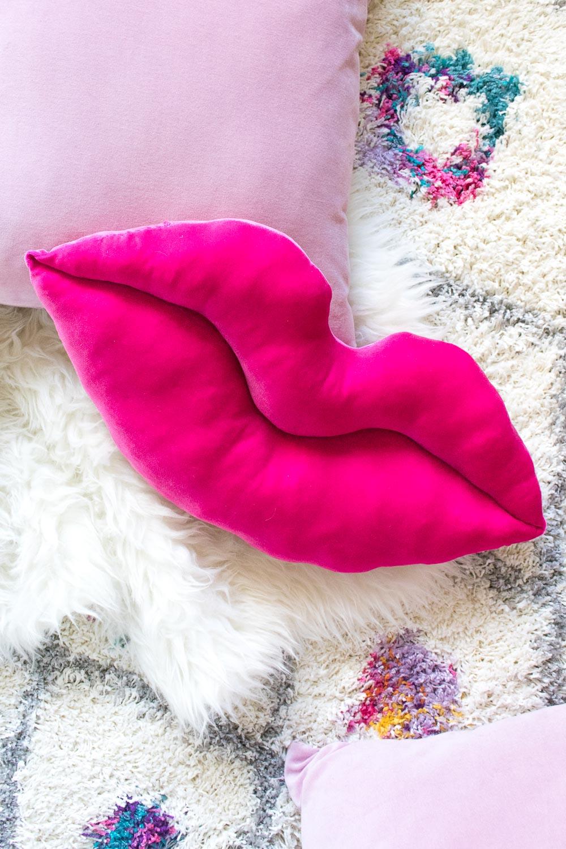 DIY hot pink velvet lip pillow