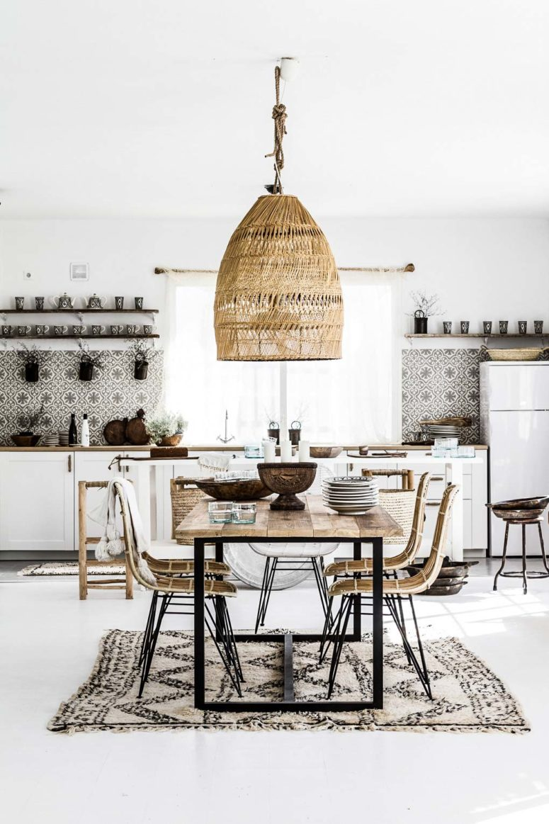 mosaic tiles, a boho rug, a wicker lampshade and chairs make up a nice boho tropical kitchen in neutrals
