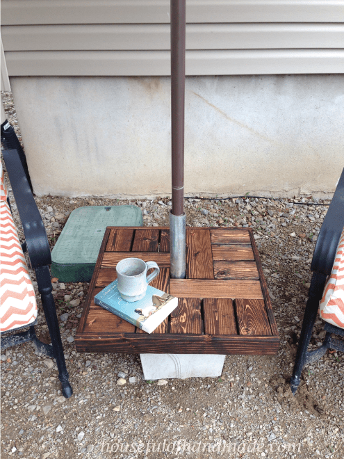 DIY umbrella side table stand (via housefulofhandmade.com)