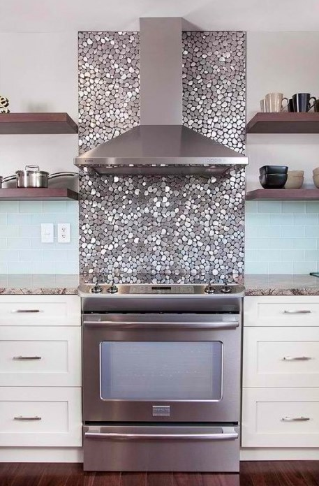 pebble-shaped metallic tiles for an oven backsplash and for a shiny touch in the neutral space