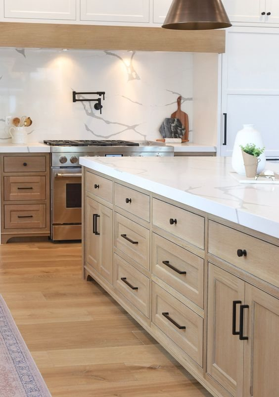 a modern farmhouse kitchen spruced up with black hardware for a more modern feel