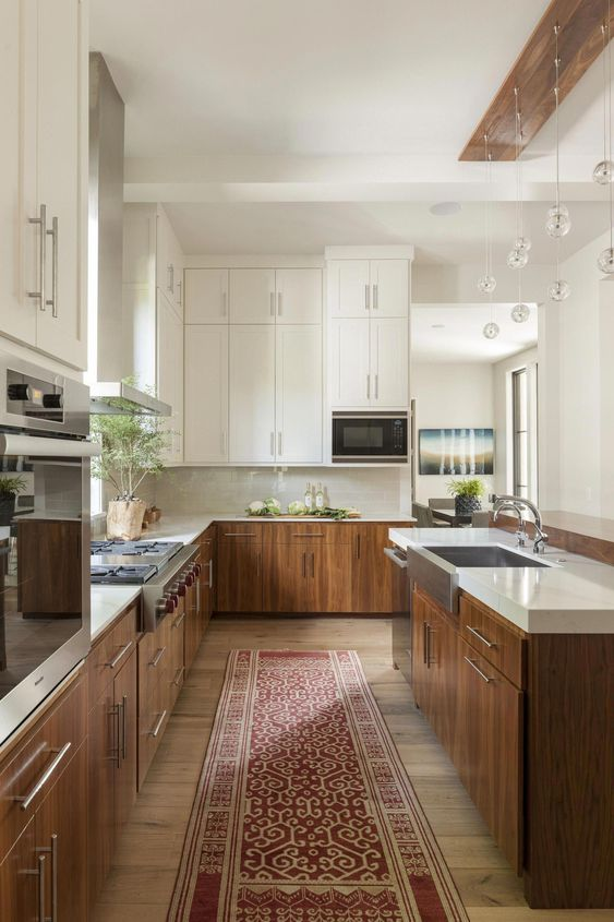 a cozy mid-century modern kitchen with white upper cabinets, MDF lower ones and a retro rug for a touch of color