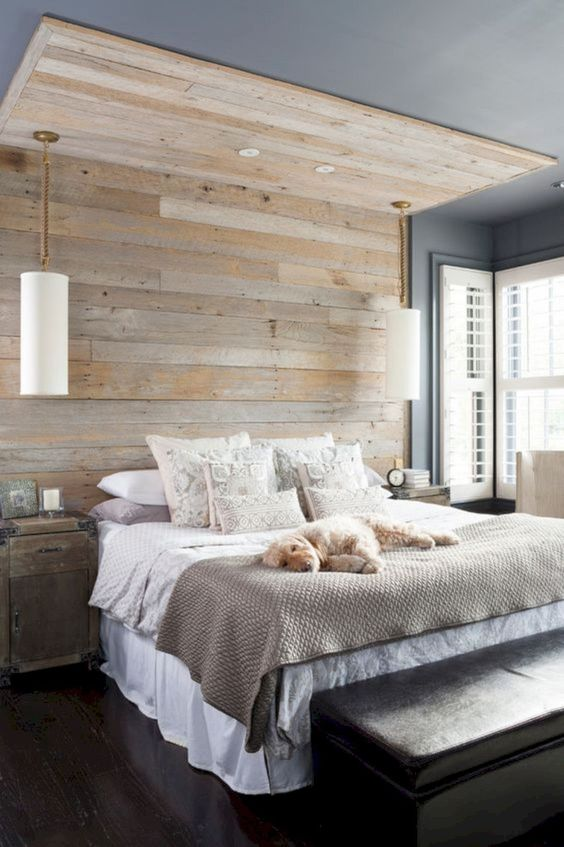 a reclaimed wooden wall extended to the ceiling of the bedroom looks very bold, pendant lamps added make it even cooler