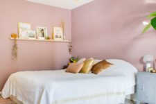 05 a chic and girlish bedroom with pink walls, a white bed, a floating shelf and touches of gold for more chic