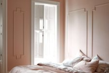 15 a warm minimalist bedroom with pink walls and pink and white bedding to make the space welcoming and chic