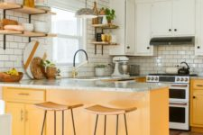 21 a neutral boho ktichen with white upper cabinets, yellow lower ones that add color and warmth to the space