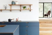 a minimalist navy kitchen with open shelves and no handles is a very chic and elegant space with a modern feel