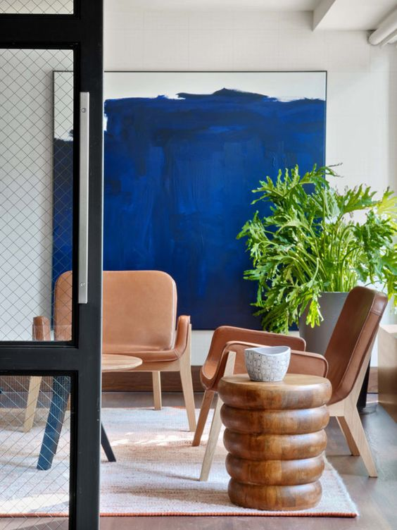 a bold nook, over which a super bright artwork in electric blue takes looks wow