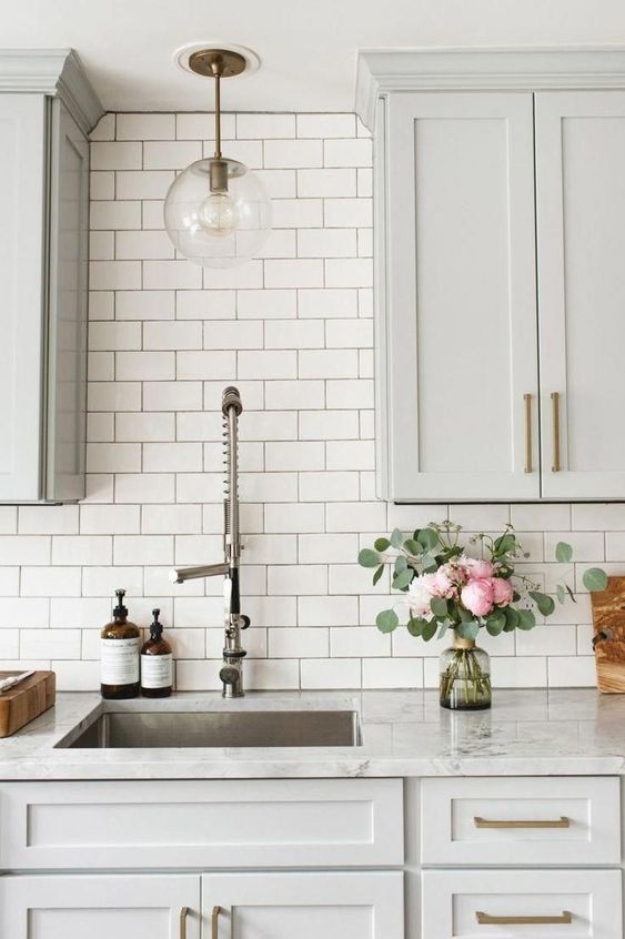 25 Elegant Subway Tile Backsplashes For Your Kitchen Shelterness