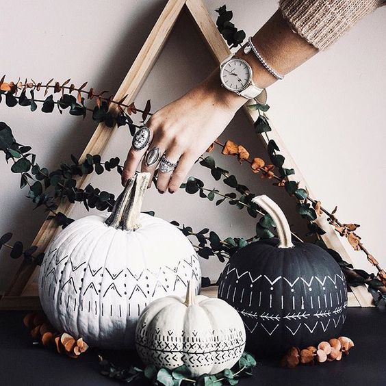 chic white and black tribal pumpkins done with sharpies are lovely for Halloween boho decor