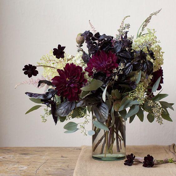 25 Dramatic Halloween Floral Arrangements Shelterness