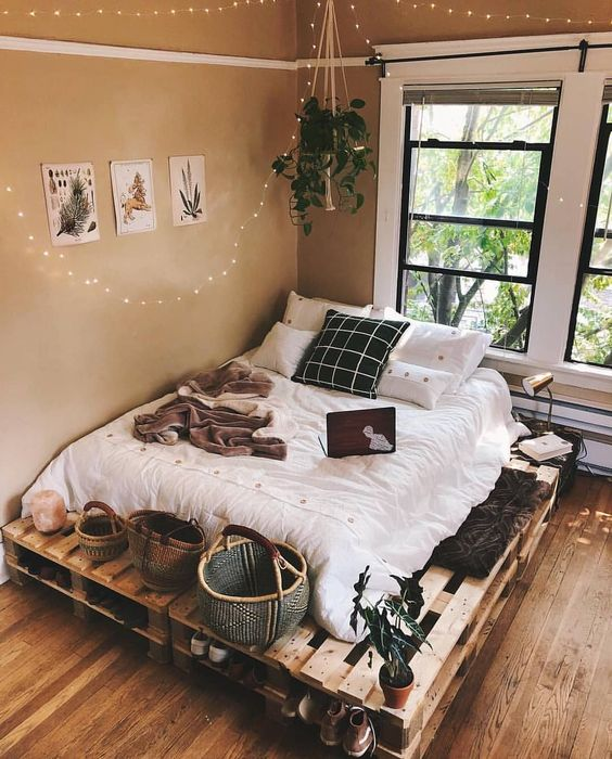 a cozy pallet bed with storage space inside and on top – place whatever you want there