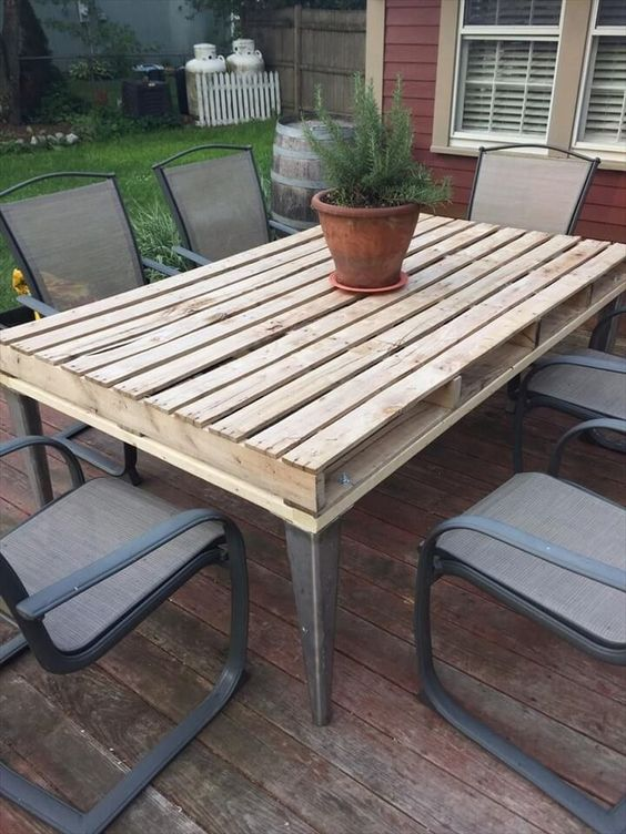 an outdoor pallet table with a rustic tabletop and metal legs is a stylish and cool rustic idea to rock