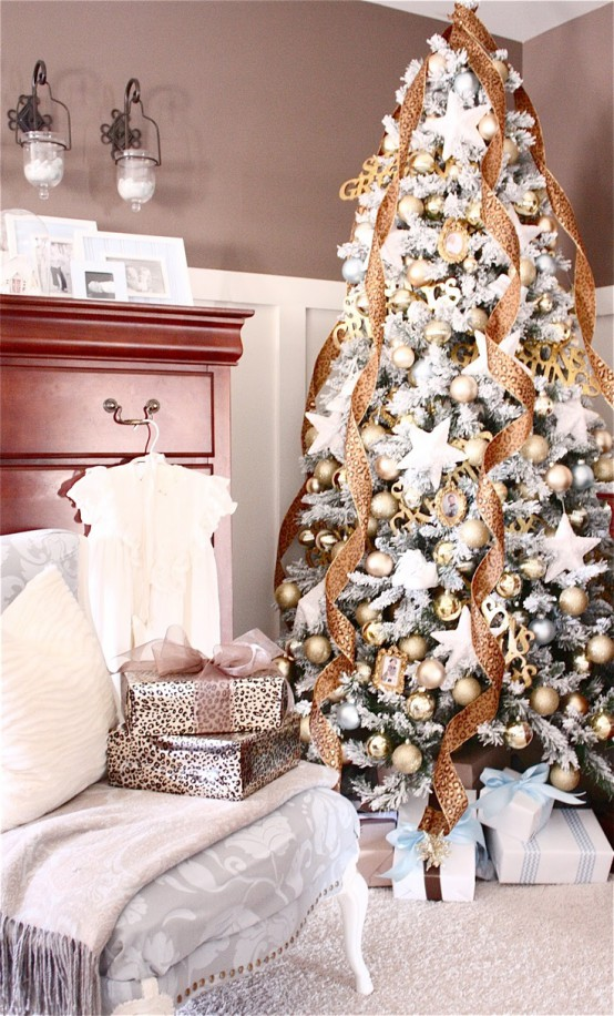 a beautiful glam Christmas tree with gold ornaments, printed ribbons and oversized white star ornaments