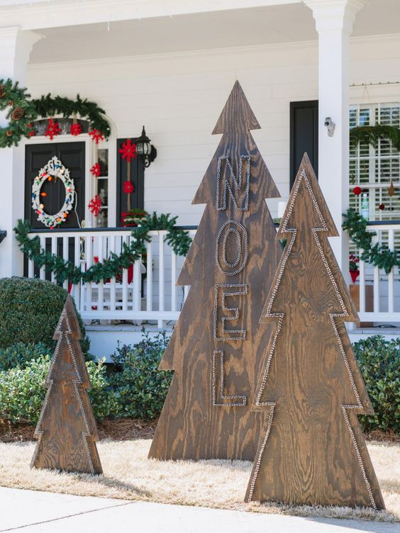 catchy plywood Christmas trees decorated with nails are ideal for decorating your outdoor spaces