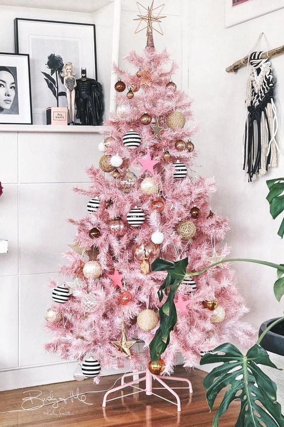 a super glam Christmas tree in pink, with striped, pink and gold ornaments will bring a fun and creative touch to your space