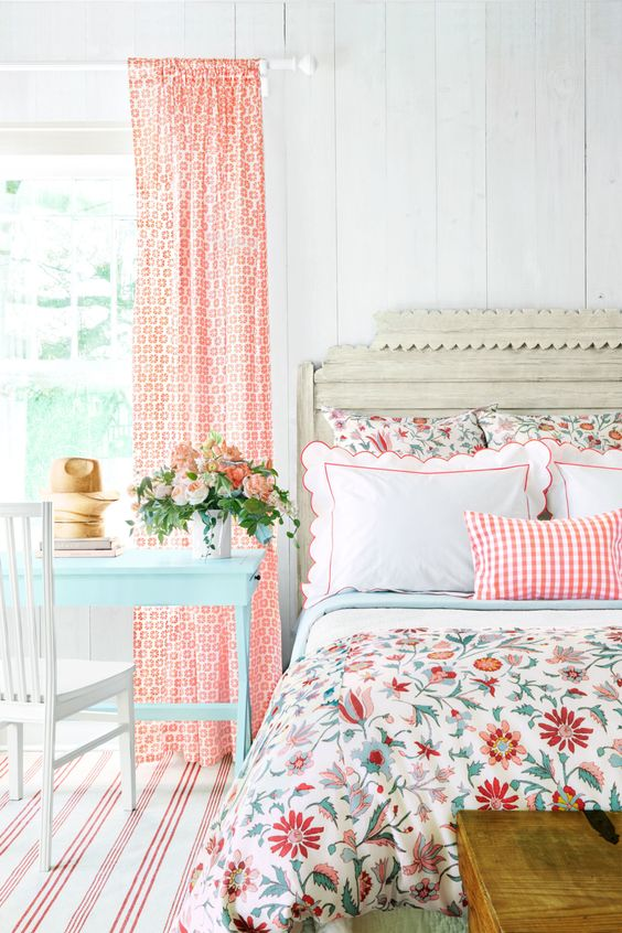 a bright floral and plaid bedding set with white pieces and red touches is a lovely and cool idea for a bright rustic space