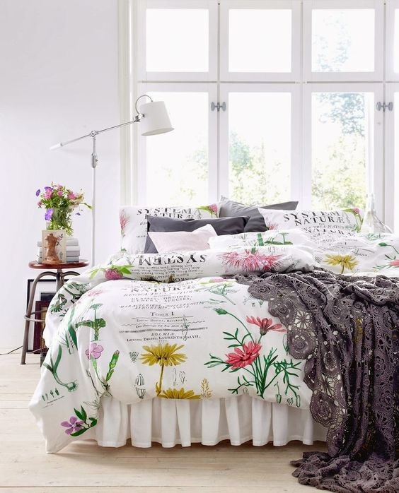 bold and fun floral bedding with some grey pieces for a calmer look is a pretty idea for both spring and summer