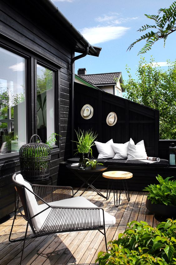 a Scandinavian spring terrace in black and white, with a hairpin table, potted greenery and plants that refresh the space
