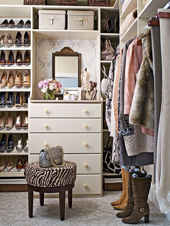 a vintage style wlak in closet with a dresser, a vintage mirror and accessories holders, long clothes holders and open shelves for shoes, bags and clothes