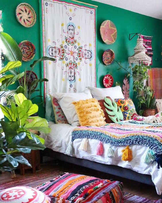 a colorful emerald bedroom desgin