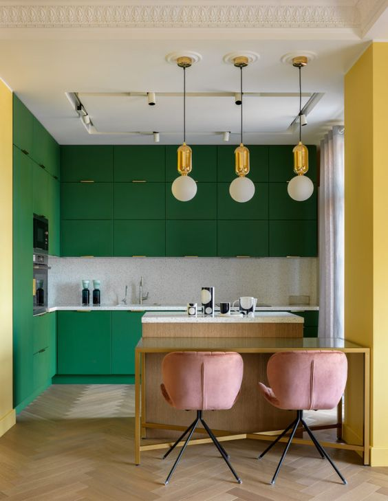 a bright emerald kitchen with a neutral tile backsplash, pendant lamps and rose chairs is a very chic and lovely space