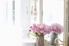 26 a lovely fresh peony arrangement will fill your bathroom with summer scents and will bring a strong summer feel
