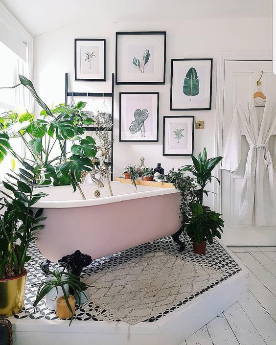 an organic gallery wall with various leaves and plants will instantly bring a strong summer feel to the bathroom