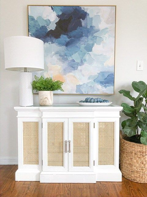 a vintage dresser with cane doors looks very relaxed and coastal chic like, despite of the vintage design