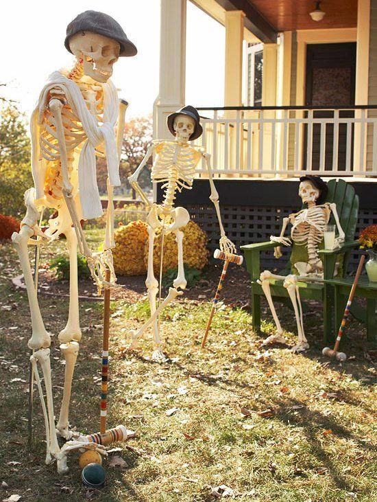 a simple and cozy skeleton scene with skeletons playing squash is a gorgeous solution for Halloween