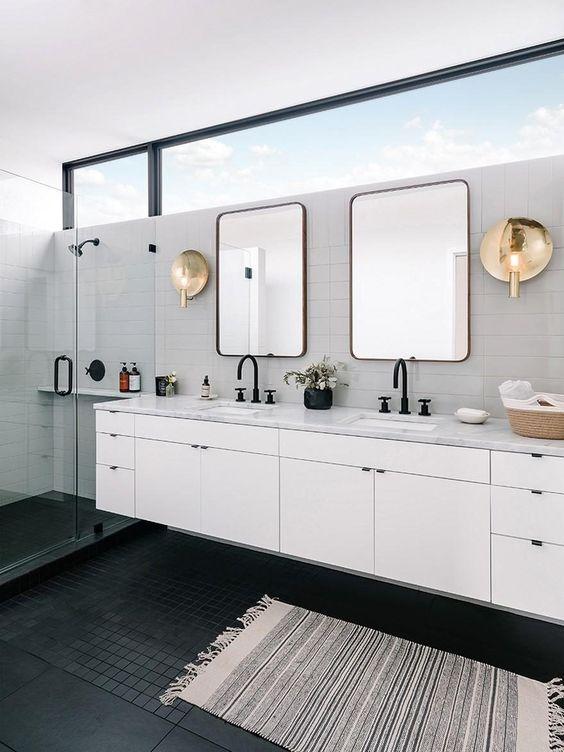 a cute b&w bathroom design