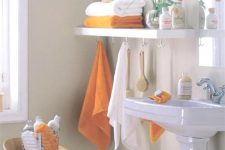 orange accents always raise up the mood and make your space fele more like fall – towels, blooms and soaps in this color are right what you need