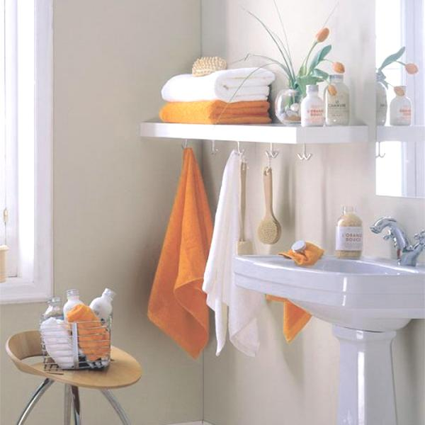 orange accents always raise up the mood and make your space fele more like fall - towels, blooms and soaps in this color are right what you need