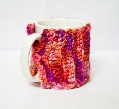 Stylish DIY Litte Cup Cozy (via complusivecrafter)