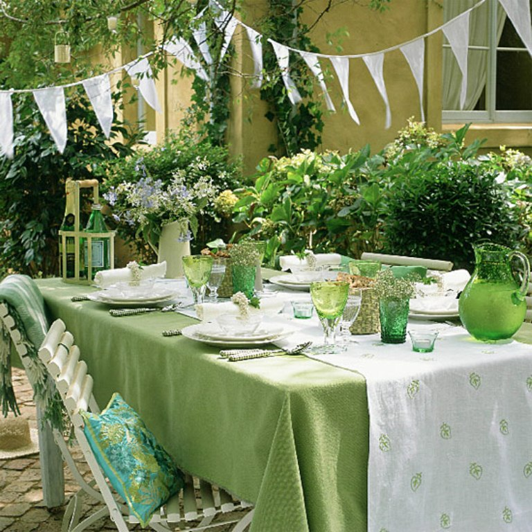 25 Best Summer Tablecloth Ideas For A Meal Outdoors