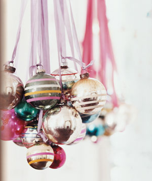 Ball Ornaments as Brilliant Chandelier   (via realsimple)