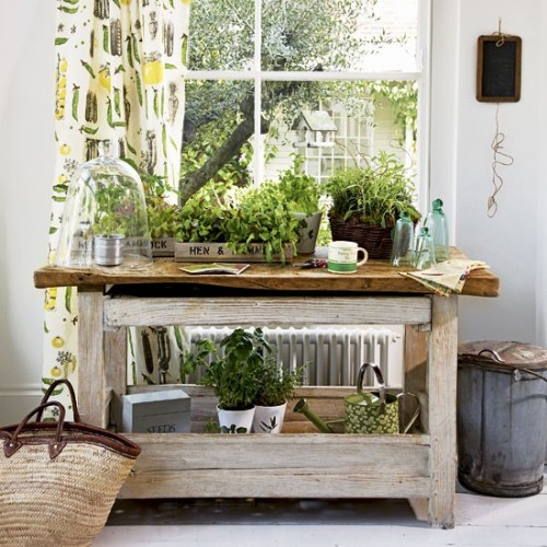 Garden Workbench Herb Garden (via housetohome)