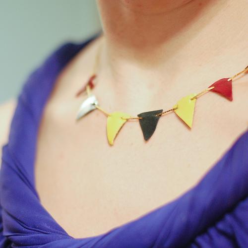 Simple DIY Leather Pennant Necklace (via starsforstreetlights)