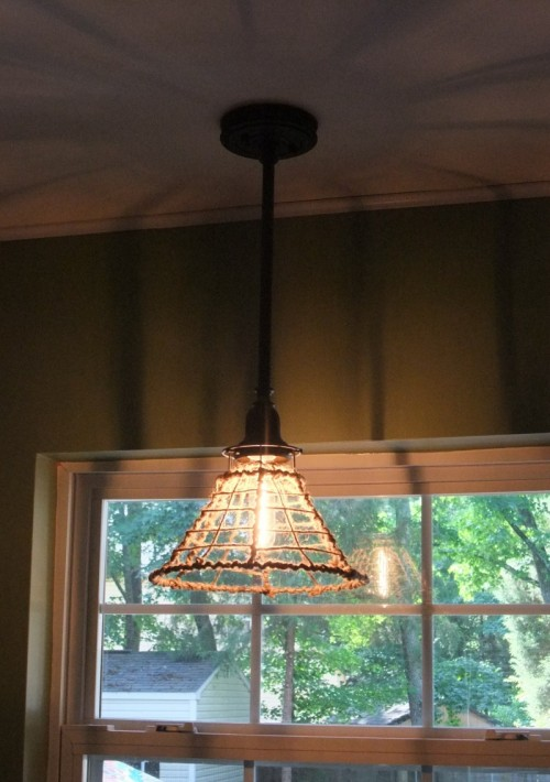 Cage-Like DIY Rope Pendant Lamp (via happilyeverfoster)