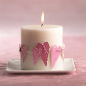 Mini Valentines Garland For A Candle (via remodelaholic)