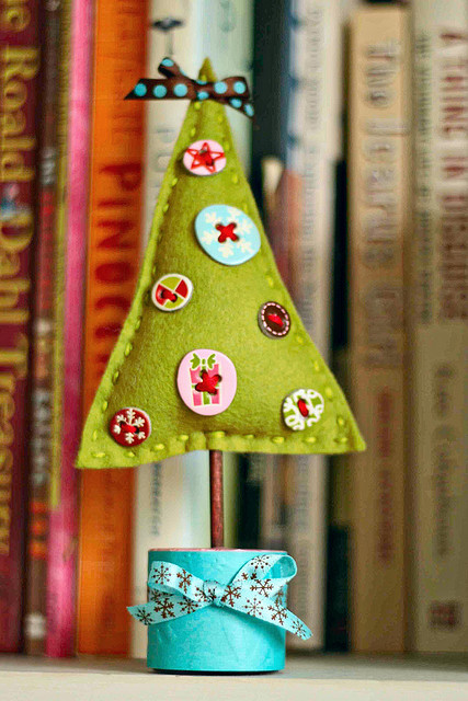 5 DIY Felt Tabletop Christmas Trees