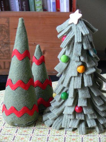 Handmade Felty Fir Trees (via stumblesandstitches)